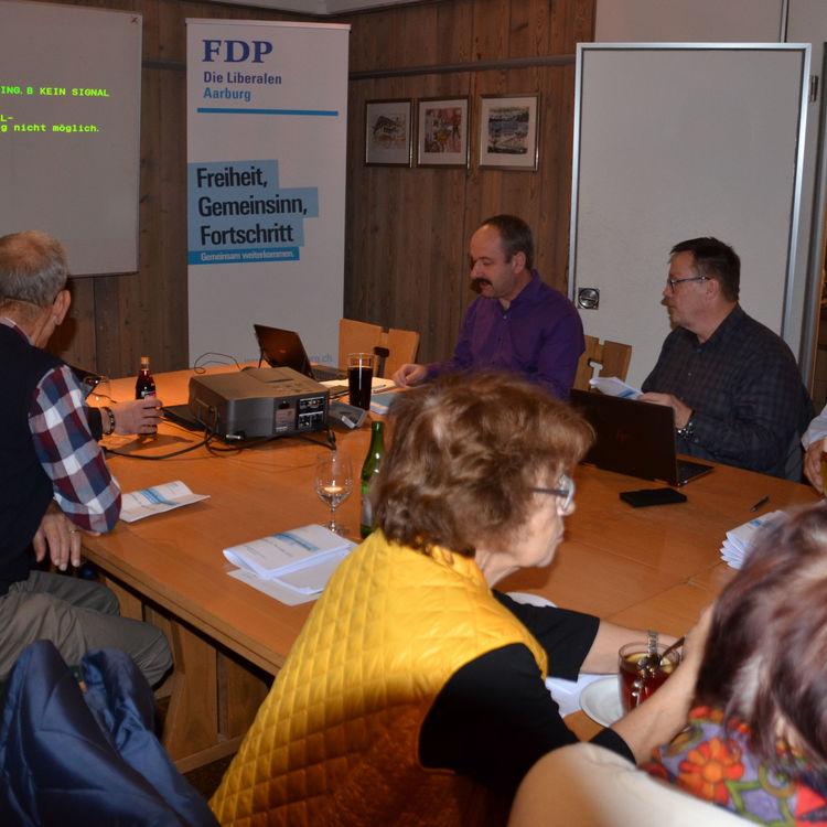 Parteiversammlung: FDP stimmt ohne Begeisterung zu